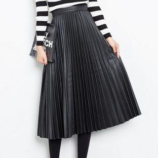 2017-11-19のピックアップテーマ:黒×プリーツスカート、着回し力抜群!黒プリーツスカートの大人っぽコーデ♪